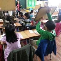 Photo taken at 한내초등학교 by Cho Hyun K. on 4/19/2013