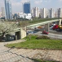 Das Foto wurde bei Altıntepe Durağı von Ahmet Y. am 3/18/2013 aufgenommen