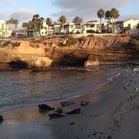 Foto tirada no(a) La Jolla Beach por Dilek em 10/12/2013