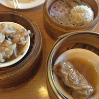 Photo taken at Qin Dynasty Seafood Restuarant by Ye W. on 12/30/2012