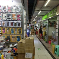 Photo taken at Huaqiang Electronics Market by Mcrae on 8/2/2013