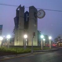 Foto tomada en Reloj De Las 3 Caras por Angel A. el 5/21/2013