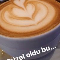 Photo taken at Kahve Durağı by Yağız K. on 11/23/2016