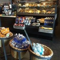 Photo taken at Starbucks by Kaizo 2. on 9/5/2015
