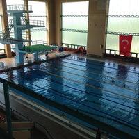 6/10/2013 tarihinde Mehmet Fatihziyaretçi tarafından NEU Swimming Pool'de çekilen fotoğraf