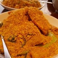 Photo taken at Sri Mahkota Restaurant by Wilson F. on 2/26/2013