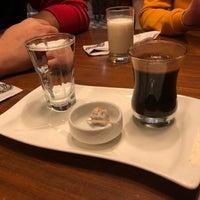 12/2/2017 tarihinde Zeynep Y.ziyaretçi tarafından Meclis Künefe & Cafe'de çekilen fotoğraf