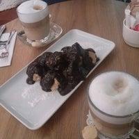 3/11/2013 tarihinde Gizem A.ziyaretçi tarafından Shakespeare Coffee & Bistro'de çekilen fotoğraf