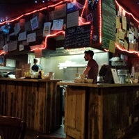 10/18/2013 tarihinde Bader A.ziyaretçi tarafından Tommi's Burger Joint'de çekilen fotoğraf
