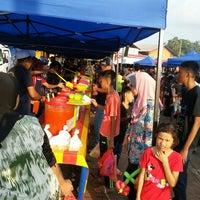 Photo taken at Bazar Ramadan Alor Gajah by Budak P. on 6/12/2016