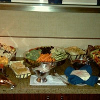 Photo taken at Club Lounge @ The Sheraton Park by Roy H. on 6/9/2013
