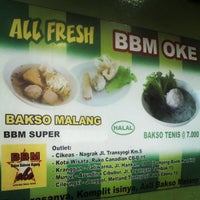 Photo taken at Bakso Bakwan Malang (BBM) OKE by ali a. on 4/18/2013