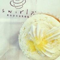 Foto tomada en Swirlz Cupcakes por Sammy S. el 4/9/2013