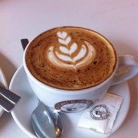 8/12/2014 tarihinde Davidziyaretçi tarafından Cafés El Criollo'de çekilen fotoğraf