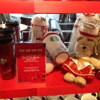 Photo taken at Starbucks by Hooon♥ 박. on 11/5/2013