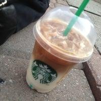 Das Foto wurde bei Starbucks von Brandon G. am 3/10/2013 aufgenommen