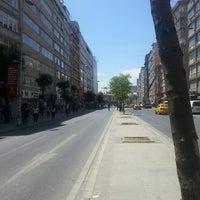 6/1/2013 tarihinde AKAziyaretçi tarafından Mecidiyeköy Meydanı'de çekilen fotoğraf