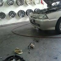 Photo taken at Pusat Servis Sin Lian Heng by Azizul H. on 9/22/2012