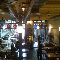 9/24/2013 tarihinde Gulce T.ziyaretçi tarafından Ara Kafe'de çekilen fotoğraf