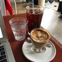 Foto tomada en La Marzocco Cafe por Michelle L. el 4/20/2018