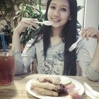 Photo taken at Foodcourt jogja kepatihan by Rezt S. on 6/4/2013