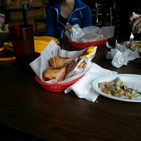Photo taken at Gusano's Chicago Style Pizzeria & Sports Bar by Shane R. on 5/5/2013