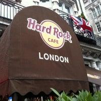 Photo taken at Hard Rock Cafe London by Ronaldo A. on 8/25/2012