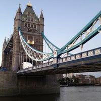 Das Foto wurde bei The Queen's Walk von Vladimir R. am 7/22/2012 aufgenommen