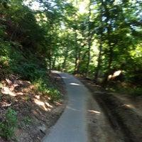 รูปภาพถ่ายที่ Rock Creek Running Trail โดย Brian G. เมื่อ 7/29/2012
