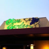 Photo taken at Olive Garden by Moses on 8/18/2012
