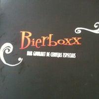 Foto tirada no(a) Bar Bierboxx por Izabelle P. em 2/16/2012