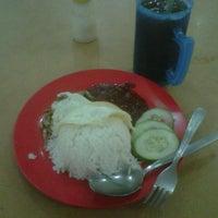 Photo taken at Selesa K & L Enterprise by MohdNizam R. on 9/7/2012