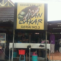 Photo taken at Medan Ikan Bakar Bellamy by Asyran R. on 2/18/2012