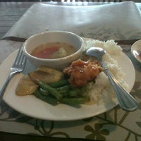 Photo taken at Phinisi Resto@Hotel Marlin Pekalongan by Agus Feri S. on 3/24/2012