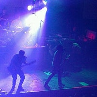 Photo taken at The Knitting Factory by Zinthia B. on 8/19/2012