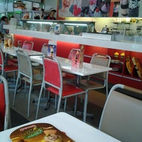 Photo taken at Swensen's by RaTTy® D. on 4/29/2012