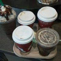 Foto tirada no(a) Starbucks por David F. em 11/22/2011
