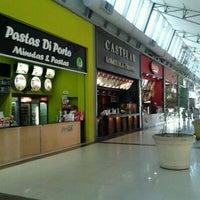 Foto tomada en La Ribera Shopping por Pamela M. el 10/11/2011