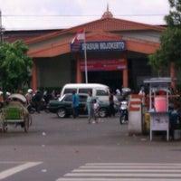 Photo taken at Stasiun Mojokerto by Arif L. on 3/17/2012