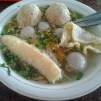 Photo taken at Baso Malang Enggal by Sisca S. on 9/10/2012