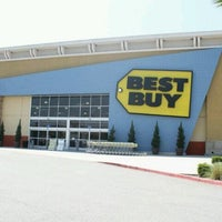 Photo taken at Best Buy by Leo A. on 8/3/2011