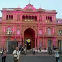 Foto tirada no(a) Plaza de Mayo por Roberto José H. em 3/6/2012