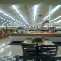 Photo taken at Hy-Vee by Zey W. on 8/23/2011