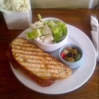 Photo taken at Giovane Café + Market + Eatery by roz ❤ on 8/30/2012