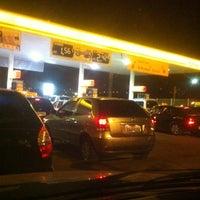Foto tirada no(a) Posto Carrefour por Joao B. em 8/19/2012