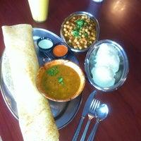 รูปภาพถ่ายที่ Swad Indian Restaurant โดย Naila I. เมื่อ 4/16/2012