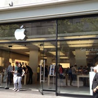 Photo taken at Apple Bahnhofstrasse by Hira A. on 6/19/2012