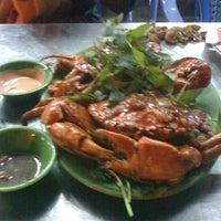 Photo taken at Làng Chài Dũng Chuyên by Tiến B. on 1/2/2012