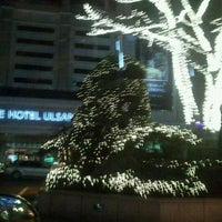 Photo taken at LOTTE Hotel Ulsan by 봉2 on 12/25/2011