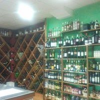 Photo taken at Vinoteca Puro Néctar by Darhius N. on 4/4/2012